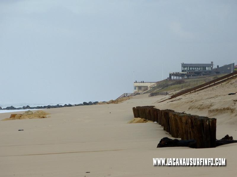Grosses vagues de 7m-8m à Lacanau Océan