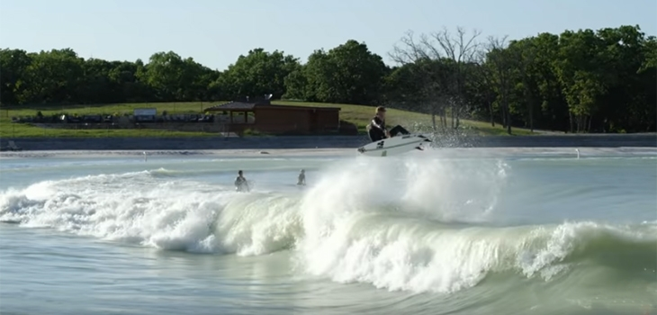 VIDEO DU JOUR | Surfing Waco Wavepool - Parker Coffin