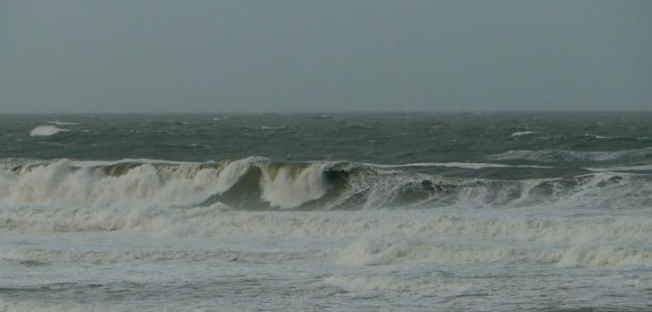 Vagues de 6m-7m à Lacanau Océan - Swell Bella XL