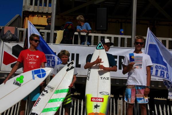 G/D: B.Bastonero, L.Nogues, T.Bouchga et E.BLOUIN (SURF OPEN)